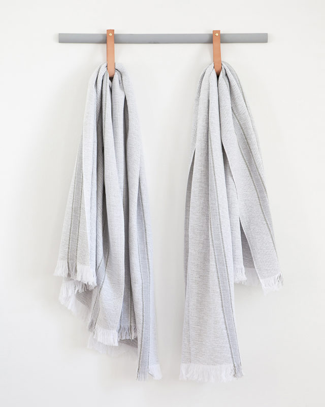 Mungo - Summer Towel - Grey - Hanging