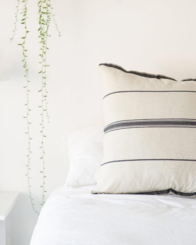 Mungo-Lisburn-Linen_Cushion-03